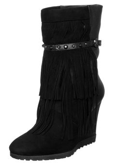 Guess Boots #McArthurGlenStyle