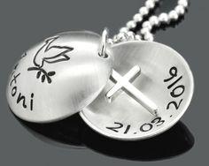 Namensschmuck zur Taufe mit einem Kreuz. Personalisierter Schmuck zur Taufe, Kommunion.