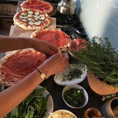 Shared by charlinedbs. Find images and videos about fashion, food and pizza on We Heart It - the app to get lost in what you love. Think Food, Love Food, Food N, Food And Drink, Pizza Food, Lunch Saludable, Comida Picnic, Aesthetic Food, Travel Aesthetic