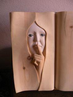 ぎゃーっ! こ、こ、こっち見ないでーっ!緻密過ぎる木の彫刻がリアルすぎてちょっぴり恐怖