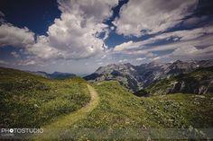 #wandern auf schmalen #pfad #engelberg #swiss #swissalps #erholungpur #fotograf #luzern #fund5 Engelberg, Mountains, Nature, Travel, Lucerne, Hiking, Naturaleza, Viajes, Trips