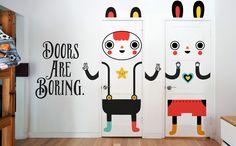 Se falta alegria e cor na sua decoração, estes adesivos para portas podem ser a solução. São 6 modelos criados por Muxxi, um artista da Guatemala:Mr. Hero, Miss Witchy, Mr. Awesome, Miss Kat, Mr. ...