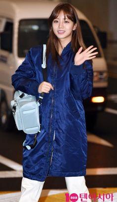 Girl's Day Hyeri Girl's Day Hyeri, Lee Hyeri, Girls Day Members, Girl Day, Asian Beauty, Rain Jacket, Windbreaker, Raincoat, Kpop