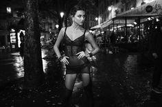 Um ensaio de lingerie pelas ruas de Paris