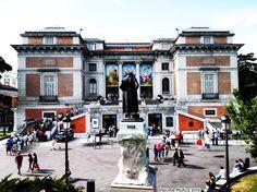 Museo del Prado, entrada de Goya y monumento al pintor Francisco de Goya. Prado Museum, Gya entrance, Monumento to Francisco de Goya, painter of universal fame