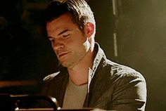 First and Last scenes of Mikaelsons in The Originals Elijah The Originals, Originals Season 1, Vampire Diaries The Originals, The Mikaelsons, Hot Vampires, Original Vampire, Daniel Gillies, Vampire Dairies, Always And Forever