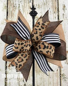 Diy Bow, Diy Ribbon, Ribbon Bows, Ribbons, Diy Wreath, Mesh Wreaths, Wreath Bows, Easter Wreaths, Fall Wreaths
