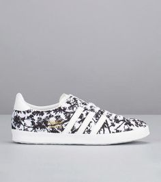 d5624c5004ad76 Sneakers imprimées fleurs Gazelle Blanc Adidas Originals pour femme prix  Baskets Adidas Monshowroom 95.00 € Baskets