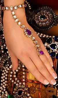 MISHI Hath Panja #Jewerly HAUK04200 in 20k gold colour with mild antique & purple £23.00