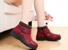 Flower Hook Loop Metal Ankle Warm Retro Platform Boots is hot-sale. Come to NewChic to buy womens boots online Mobile. Ankle Snow Boots, Slipper Boots, Boot Shop, Boots Online, Platform Boots, Timberland Boots, Chic Outfits, Latest Fashion Trends, Metal