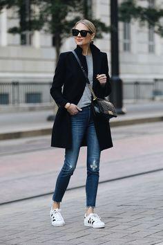 Biz Cas Whole outfit Zara Black Wool Coat Grey Sweater Madewell Denim Jeans adidas superstar sneakers Fashion Mode, Look Fashion, Winter Fashion, Womens Fashion, Fashion Black, 2000s Fashion, Feminine Fashion, Autumn Fashion Casual, Fashion Tips For Women