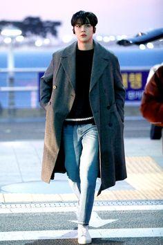 Korean Fashion Men, Kpop Fashion, Korean Men, Mens Fashion, Airport Fashion, Korean Celebrities, Korean Actors, Airport Style, Asian Boys