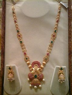 Latest Collection of best Indian Jewellery Designs. Jewelry Design Earrings, Gold Earrings Designs, Gold Jewellery Design, Necklace Designs, Pendant Jewelry, Indian Wedding Jewelry, Bridal Jewelry, Pearl Jewelry, Diamond Jewelry