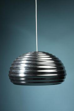lampe design pipistrello par gae aulenti futuristic design designers and lights. Black Bedroom Furniture Sets. Home Design Ideas