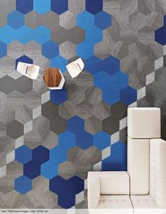 Esta alfombra modular institucional maneja un nuevo diseño, como su nombre lo dice, en hexágono. Refleja el cambio en el entorno cultural hacia ambientes más colaborativos.