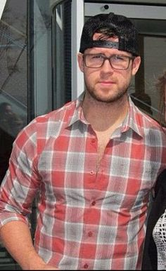 Mike Green. The NHL's most attractive player. I have 2 types, this man is both <3