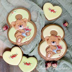 Ну и еще одна фоточка)) #имбирныепряники#имбирноепеченье#пряникиимбирные#пряники#росписьпряников#расписныепряники#декорпряников#декорпеченья#icingcookies#icing#royalicing#royalicingcookies#decoratedcookies#decoratedsugarcookies