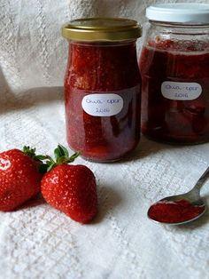 Vöröskaktusz diétázik: Chia magos eperlekvár (mindenmentes) Chia, Mousse, Salsa, Clean Eating, Strawberry, Cooking Recipes, Jar, Sweets, Fruit