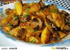 Brambory pečené s cibulí a žampiony recept - TopRecepty.cz Top Recipes, Great Recipes, Healthy Recipes, Slovak Recipes, Main Meals, Family Meals, Side Dishes, Stuffed Mushrooms, Food And Drink