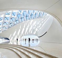 Футуристическое здание оперного театра в Китае