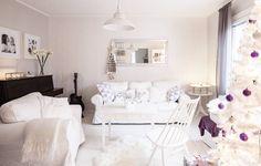 Salin sohvapöytä on lahja Lauran mummulta. – Tykkään valkoisesta. Liila on puolestaan joulun teema-väri, Laura toteaa.