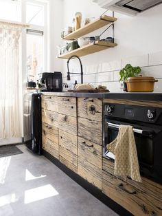 Wooden kitchen with black kitchen top and accesories Kitchen Chairs Ikea, Ikea Dining, Kitchen Furniture, Furniture Design, Buy Kitchen, Wooden Kitchen, Home Decor Kitchen, Home Kitchens, Small Open Kitchens