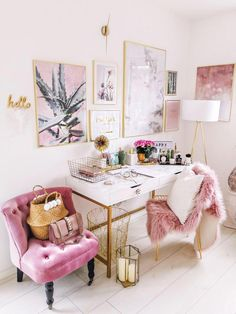 Idea style for home offices. If you work remotely, an inspiring home office can make all the difference to your creativity and productivity. , Home Office Idea Style. If you work remotely, an inspiring home office can m…… Continue Reading → Home Office Space, Home Office Design, Home Office Decor, Home Design, Diy Home Decor, Interior Design, Office Ideas, Pink Office Decor, Office Inspo