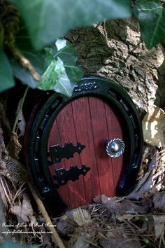 DIY Fairy Gardens - Page 27 of 1271 - Use an old horseshoe for a fairy door! :)