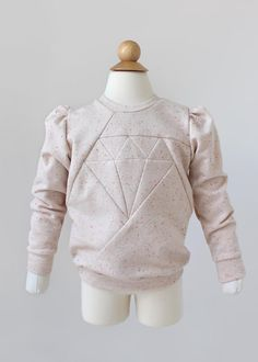 From Misusu: Meet the new and updated Dia Sweater and Tunic pattern - now any boy or girl can rock this diamond! Diy Sweatshirt, Diy Pullover, Baby Hoodie, Tunic Pattern, Fabric Markers, Pdf Sewing Patterns, Clothes Patterns, Tunic Sweater, Sewing For Kids