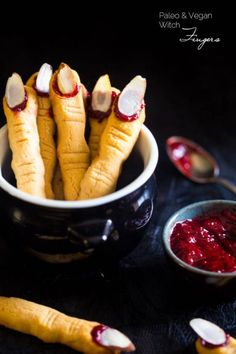 Paleo Witch Finger Cookies {Vegan) The classic witch fingers cookies get a healthy, gluten free, paleo AND vegan makeover! They're easy to make and always a hit at Halloween parties! Halloween Desserts, Halloween Menu, Halloween Cookie Recipes, Halloween Sugar Cookies, Healthy Halloween Treats, Easy Halloween Food, Healthy Work Snacks, Halloween Cupcakes, Halloween Parties