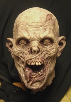 Art: ZOMBIE from sculpt to finished piece.