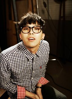 G-Dragon (Kwon Ji Yong ) #BIGBANG .. *cute ta* Come visit kpopcity.net for the largest discount fashion store in the world!!