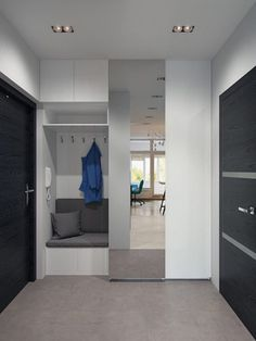 This studio apartment makes a bold statement with strong colours and geometric patterns - Decor Pins Home Entrance Decor, House Entrance, Home Decor, Flur Design, Hall Design, Small Apartments, Small Spaces, Studio Apartments, Hallway Furniture