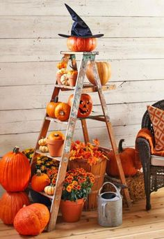An easy outdoor display that works 2 ways: For fall or Halloween. Details: http://www.midwestliving.com/homes/seasonal-decorating/3-outdoor-displays-for-fall/?page=5