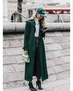 Streetlook ..from Spain..!! #streetlook#spain#look#coolwear#womenswear#barcelona#cute#dope#topoutfit#creative#design#chic#love#trenchcoat#denimwear#blackjeans#cap#mood#vogue#streetwear#totallook#urbanchic#globalstyle#city