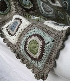 Circles blanket, link to free YouTube tutorial