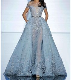 Browse photos of Zuhair Murad evening wear and haute couture. View eveningwear photos from the Spring 2015 Zuhair Murad haute couture collection. Style Couture, Couture Fashion, Runway Fashion, Paris Fashion, Luxury Fashion, Dress Fashion, Fashion Room, Fashion Spring, Fashion Fashion