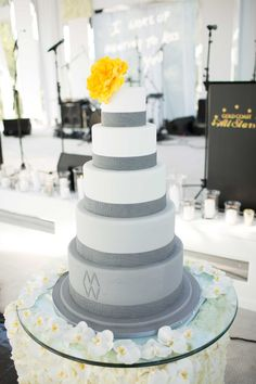 Ombré Cake with Large Single Flower | Photography: Ira Lippke Studios. Read More:  http://www.insideweddings.com/weddings/contemporary-backyard-white-wedding-under-clear-tent-in-chicago/857/