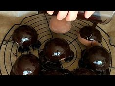 Chocolate Mirror Glaze Recipe without Glucose (Mirror Glaçage) Caramel Mousse, Vanilla Mousse, Easy Chocolate Mousse, Chocolate Flavors, Chocolate Cookies, Mirror Glaze Recipe, Chocolate Mirror Glaze, Circle Cake, Orange Mousse