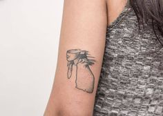 "Tatuaje hecho a mano, sin máquina, ponto a ponto de la ilustración de la tapa de ""A rush of blood to the head"" de Coldplay. Artista Tatuador: Nano · Ponto a Ponto"