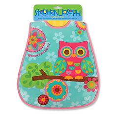 Aus der Kategorie Lätzchen  gibt es, zum Preis von   Make mealtime fun for the little ones with this colorful and functional wipeable bib. Creative and colorful designs along with a built in crumb catcher. Easy to clean, durable, BPA and phthalate free. Pair with the matching Stephen Joseph feeding program.