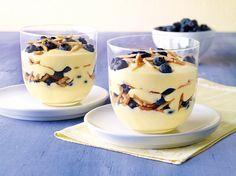 Heidelbeer-Mascarpone-Pudding - Vanille-Pudding trifft auf Mascarpone, Blaubeeren und Mandeln