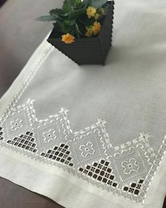 Hardanger Embroidery, Paper Embroidery, White Embroidery, Embroidery Stitches, Embroidery Patterns, Crochet Doily Patterns, Crochet Doilies, Embroidery Neck Designs, Drawn Thread