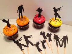 12 Zombie cupcake toppers Walking dead by InspiredbyLilyMarie Halloween Goodies, Halloween Treats, Halloween Fun, Zombie Birthday Parties, Zombie Party, The Walking Dead, Cupcake Toppers, Cupcake Cakes, Walking Dead Birthday