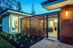 33 Lovely Front Yard Fence Design Ideas Best For Your Privacy - Hof Einfahrt Ideen Modern Wood Fence, Wood Fence Design, Modern Fence Design, Modern Front Yard, Privacy Fence Designs, Front Yard Fence, Modern Wood House, Wood Fences, Front Entry
