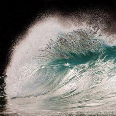 Liquid Sculptures: Powerful Waves Photographed by Pierre Carreau Seem Frozen in…