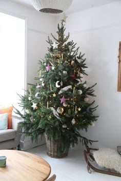 Christmas tree with pink decorations j u n k a h o l i q u e: yule 2015