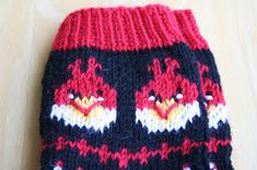 Pia Tuonosen neuleohjeet: Angry Birds-sukat Knitting Socks, Knitted Hats, Knit Socks, Boot Cuffs, Angry Birds, Mittens, Knit Crochet, Beanie, Knitting Machine