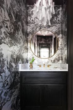 black and white marble wallpaper design in powder room with round gold mirror Decor, Bathroom Inspiration, Bathroom Decor, Marble Wallpaper, Room Transformation, Powder Room Design, Home Decor, Room Makeover, Room Design