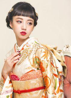 Kimono Japan, Japanese Kimono, Traditional Fashion, Traditional Dresses, Geisha, Kabuki Costume, Wedding Kimono, Spring Girl, Hair Arrange